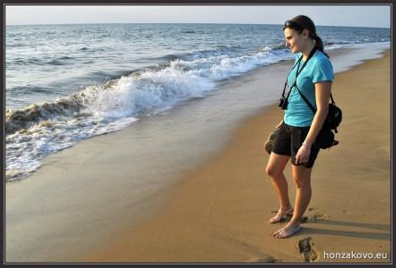 Na pláži v Negombu